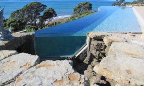 pool-window-looking-into-aquarium